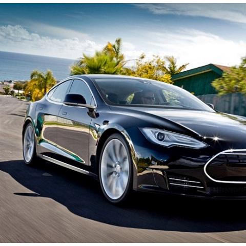 Автомобиль Tesla обещает подарить застройщик покупателю элитной квартиры