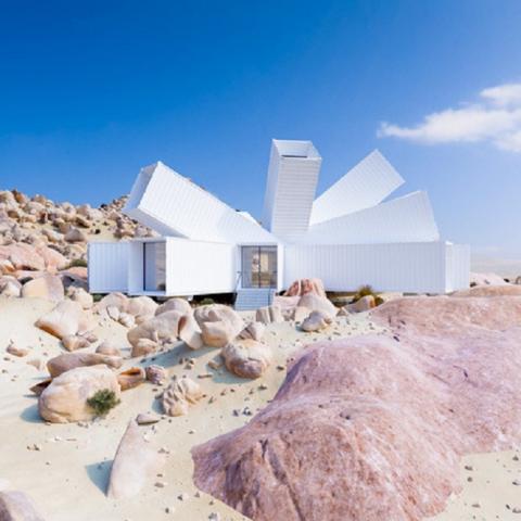 Дом из контейнеров в пустыне