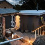 Дом с «недостроенным крыльцом и входом»