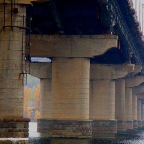 Движение транспорта по мосту Патона  частично ограничено до понедельника