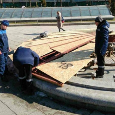 Фонтаны на Майдане готовят к весенне-летнему сезону
