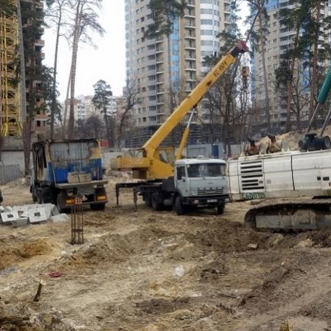 ГАСИ Киева предписал остановить работы на стройплощадке в Святошинском районе