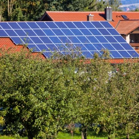 Киевляне получили выплаты за электроэнергию  домашних СЭС