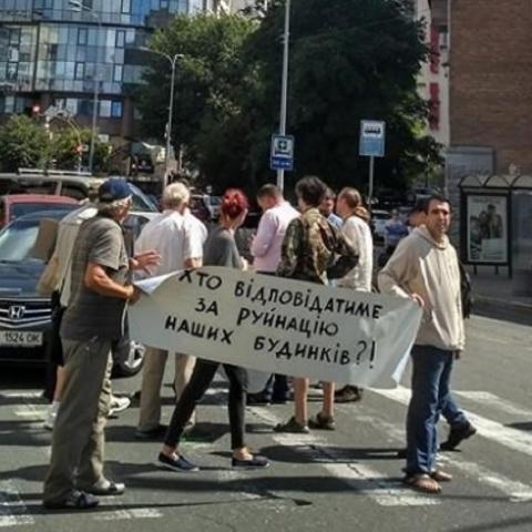 Киевляне протестуют против строительства многоэтажки