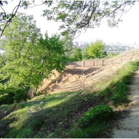 Киевлянина будут судить за самозахват земли на заповедной горе в Киеве