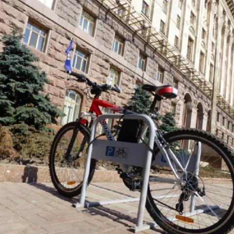 Киевсовет планирует установить велопарковки возле больниц и школ