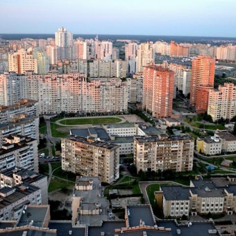 Киевсовет просит мэра остановить уплотнение Позняков
