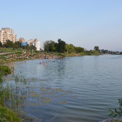 Когда обустроят территорию вокруг озера Радужное