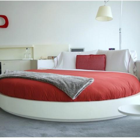 Круглая кровать: за и против