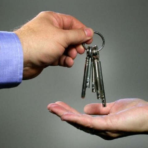Местные власти активно раздают кредиты на квартиры
