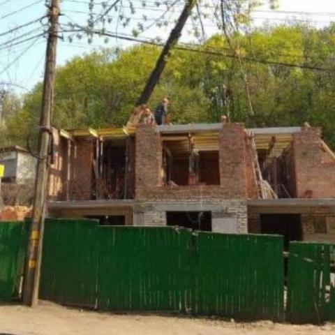 Місто вимагає заборонити незаконне будівництво на вулиці Нижньоюрківській
