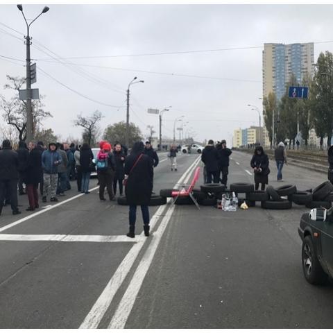 Митингующих жителей проблемной новостройки