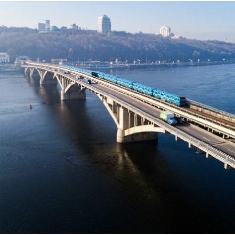 Мост Метро в Киеве решили ремонтировать 22 месяца