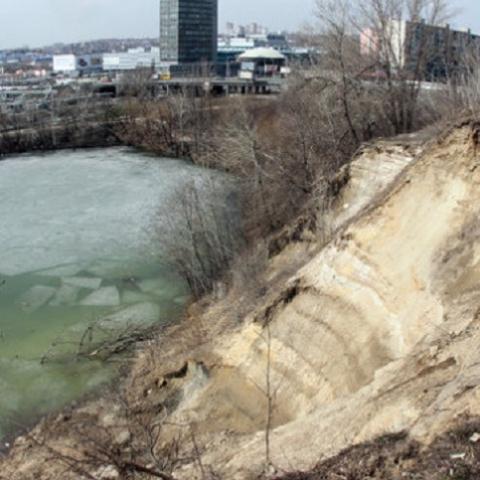 На берегу озера Глинка возобновилось скандальное строительство
