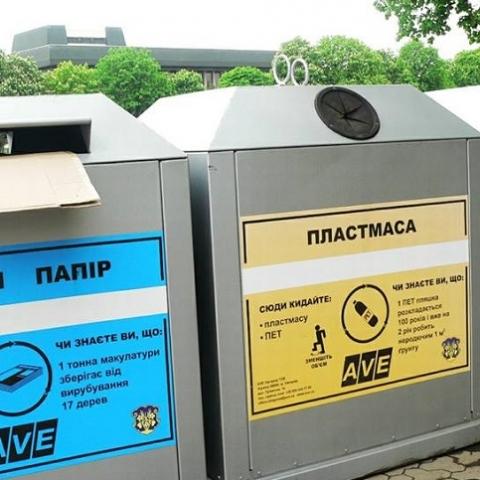 На Борщаговке местные жители сами установили баки для сортировки мусора