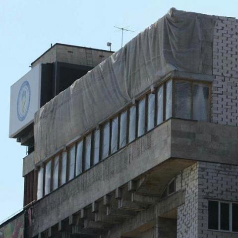 На Майдане демонтируют надстройки над Домом профсоюзов