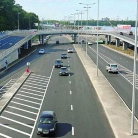 На Набережном шоссе начали менять ртутные и натриевые светильники на светодиодные