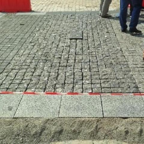 На Софийской площади начали кладку новой мостовой