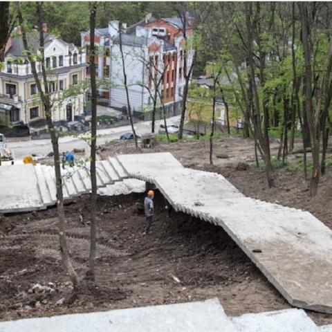 На строительство лестницы с Пейзажной аллеи потратят еще 38 миллионов