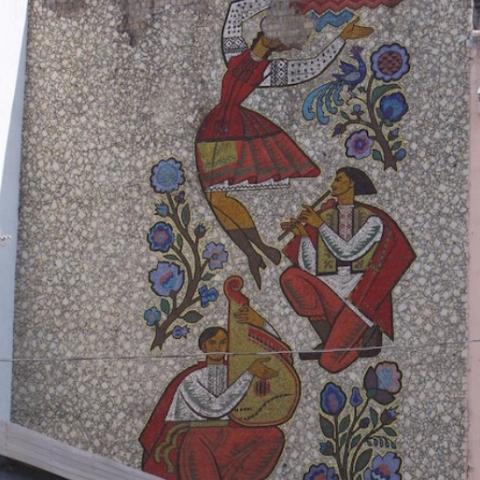 На вулиці Хмельницького реставрують радянське мозаїчне панно «Українська пісня»
