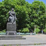 Недобросовестный арендатор превратил столичный парк в парковку