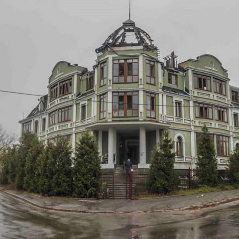 Неизвестные напали на общежитие переселенцев в Киеве