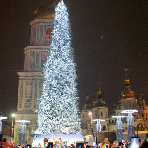Новогоднюю елку на Софийской площади признали самой красивой в Европе