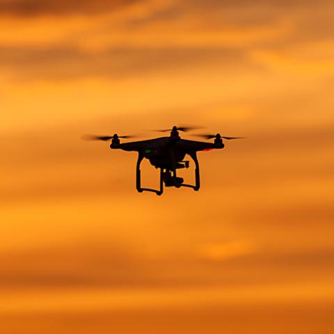Обследовать электросети вместо людей начнут дроны