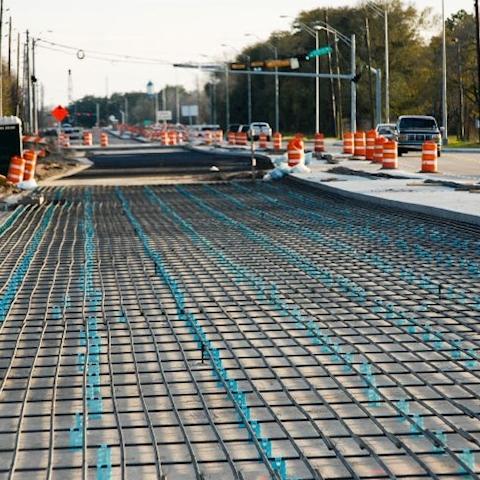 Первую цементобетонную дорогу строят на участке между Днепром