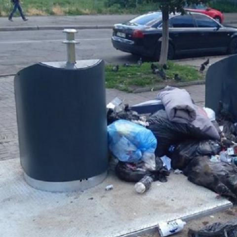 Подземные мусорники превращаются в свалки