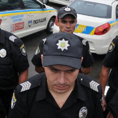 Полиция помогла завести технику на скандальную стройку
