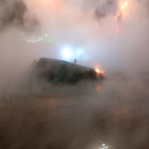 Последствия коммунальной аварии в центре Киева ликвидируют до сих пор