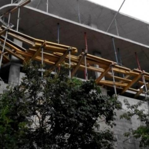 Прокуратура домоглася знесення недобудованої багатоповерхівки у Голосіївському районі