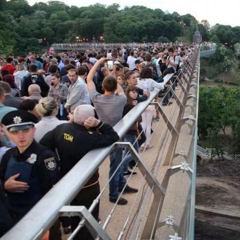 Пішохідний «мост Кличка»  випробували спеціалісти. Він абсолютно безпечний