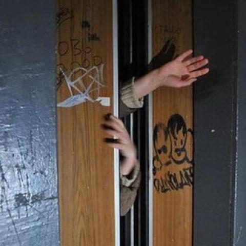 Сколько в Киеве опасных лифтов