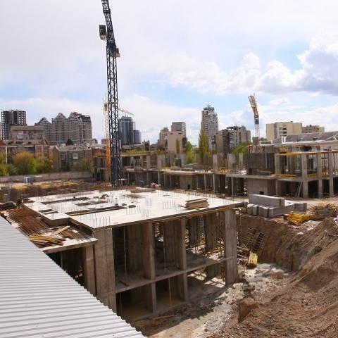 Строительство на месте Сенного рынка продолжается несмотря на запрет