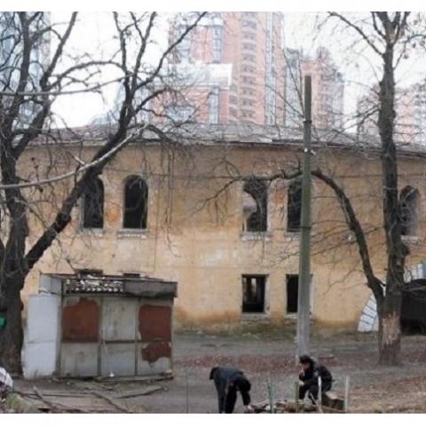 Строительство на Старонаводницкой приводит к разрушению жилых домов