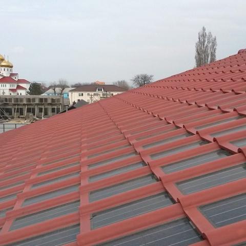 Tesla начала установку первых солнечных крыш