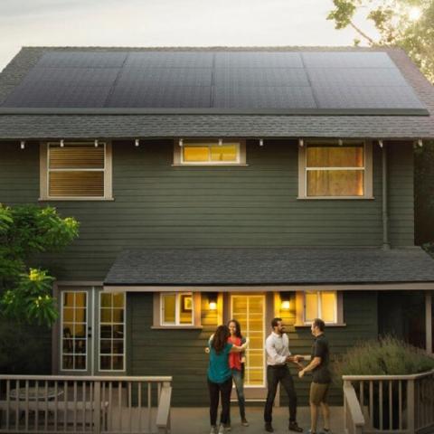 Tesla представила новые домашние солнечные панели