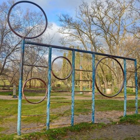 У Києві демонтують усі дитячі майданчики часів СРСР