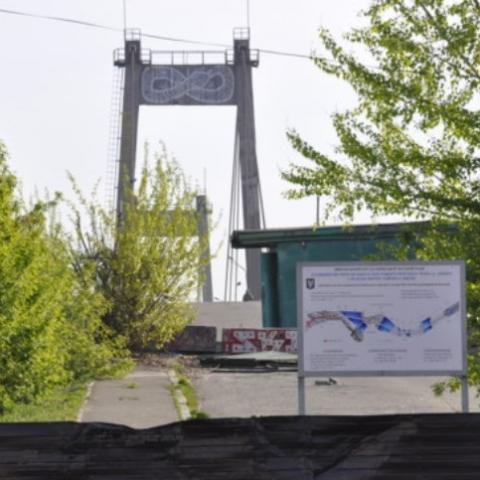 У Києві  підготували  до знесення Рибальський міст
