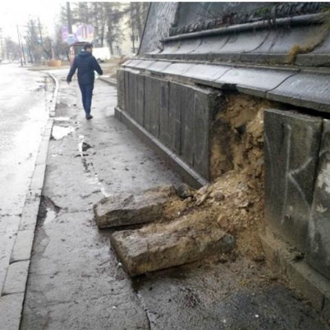 У Києві почав руйнуватися ще один міст