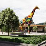 У входа в столичный зоопарк установят пятнадцатиметровую скульптуру жирафа