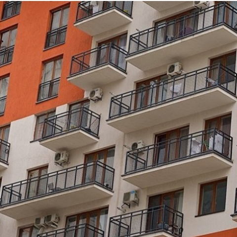 В феврале стоимость жилья на первичном рынке снизилась почти на 3%