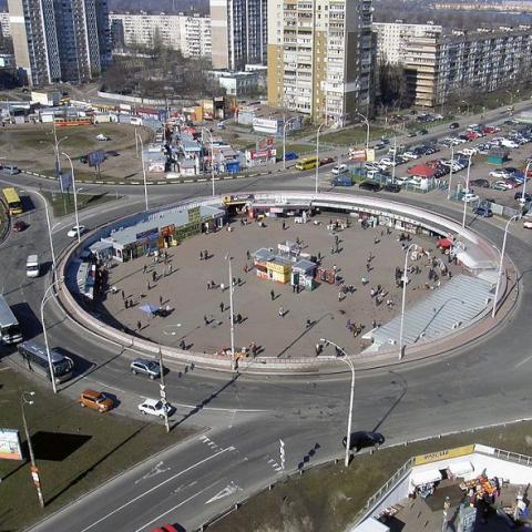В КГГА придумали как остановить стройку над метро Героев Днепра