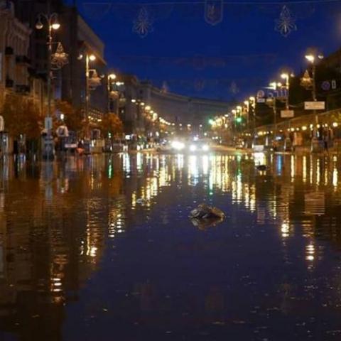 В Киеве ночная гроза затопила ТРЦ Метроград. Видео