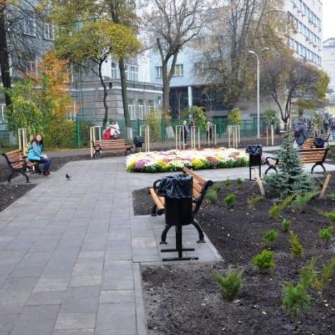 В Киеве вместо МАФов организовали сквер с инсталляциями