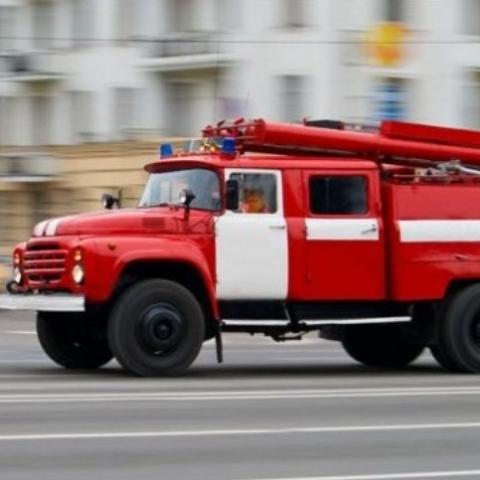В Киеве загорелся бизнес-центр возле метро «Бориспольская»