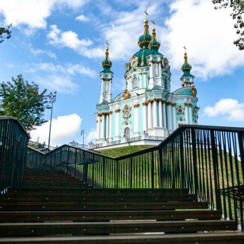 В Києві відкрили нові сходи від Андріївської церкви до Алеї художників