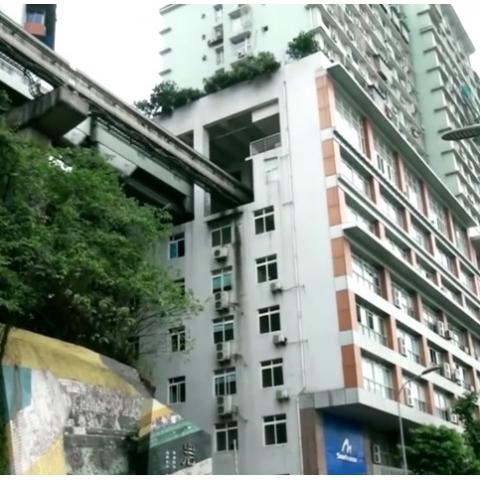 В Китае метро ездит сквозь жилые дома